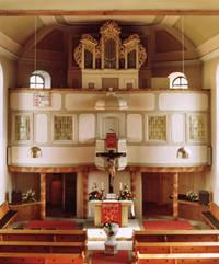 Blick auf die Altarwand mit der Orgel nach den Veränderungen von 1957/58 (Foto: Archiv)